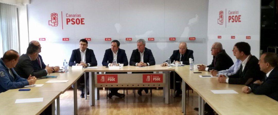El Portavoz de Fomento del GPS en el Congreso de los Diputados mantiene una reunión con representantes del sector del transporte canario en Gran Canaria